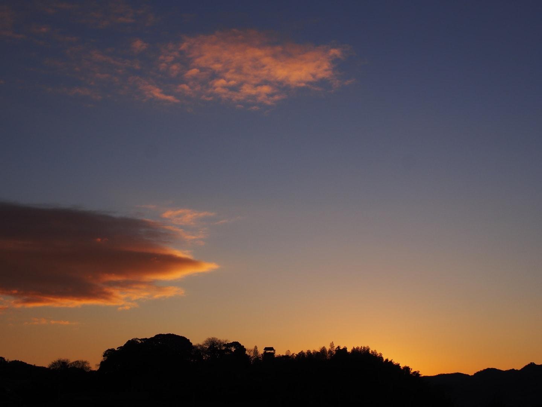 東条城の夜明けの画像