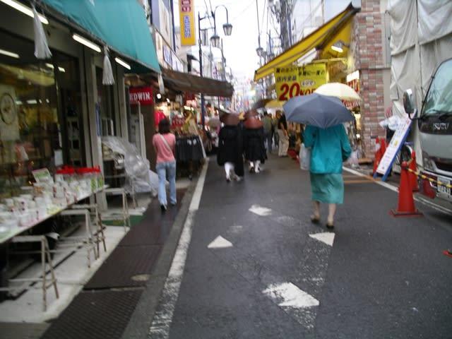 ビルマサイクロン、四川大地震被災者・第1回救援托鉢 - さんぜ ...