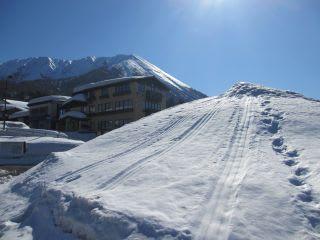 人工雪山。