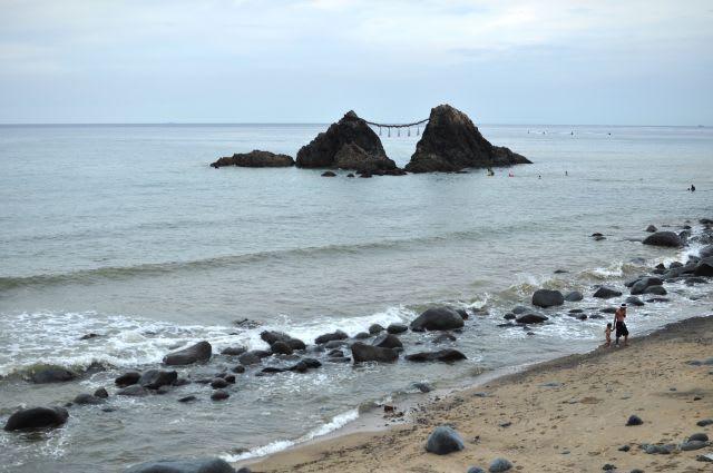 糸島二見ヶ浦の夫婦岩