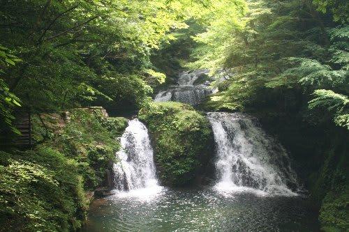 ≦ 「日本の滝百選」「森林浴百選...