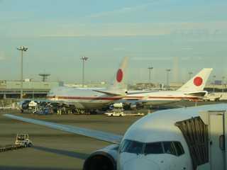 羽田空港にてANA661への搭乗を待つ