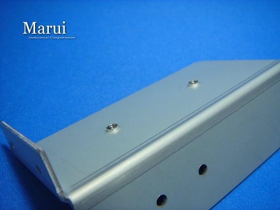 精密板金 丸井工業 バーリングタップの加工例