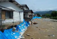 豪雨災害で家屋が流される被害に