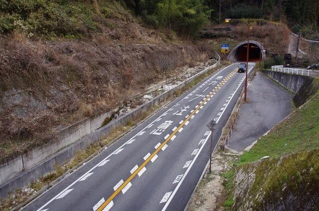 青 崩 トンネル