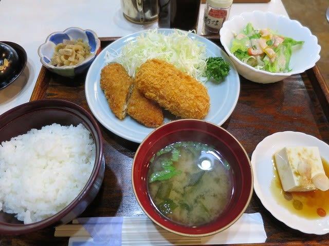 カニクリームコロッケ、白身魚フライ定食