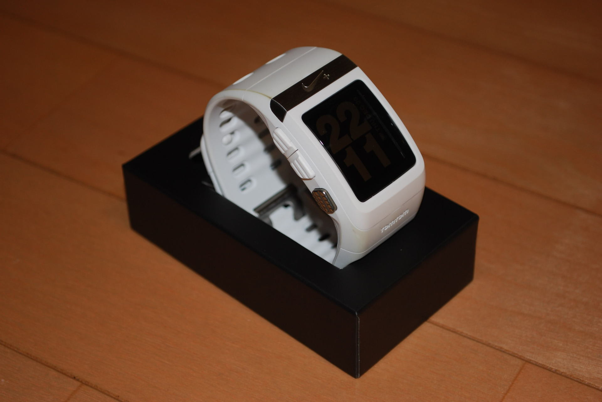 c5ce69af75 今回は一昨日に購入した『Nike+ SportWatch GPS』のレビューを書いていきたいと思います。