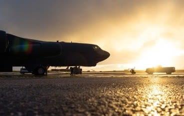 米空軍,航空自衛隊,共同訓練,F16戦闘機,空自,F2,F4ファントム,F15戦闘機,B52Hストラトフォートレス,戦略爆撃機, 三沢基地,第35戦闘航空団,戦闘機,飛行機,航空機,パイロット,乗り物,