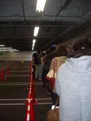 開店を待つ人たち
