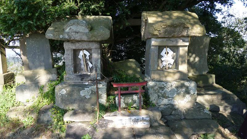 三浦富士の山頂には浅間宮がある