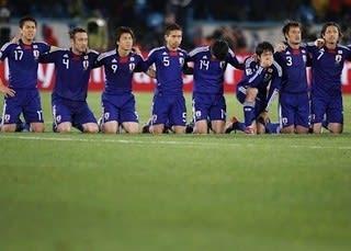 日本、PK戦で敗退して無念の終戦 - うんどうエッセイ「猫なべの定点観測」
