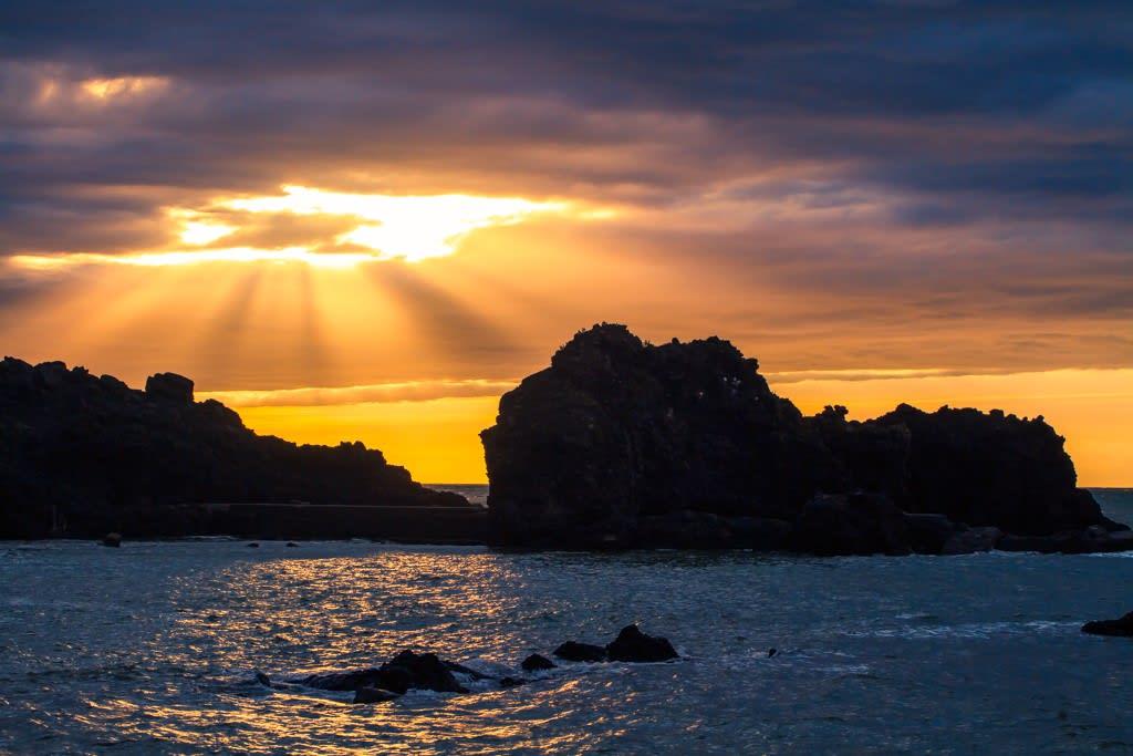 日本海に沈む夕日の写真