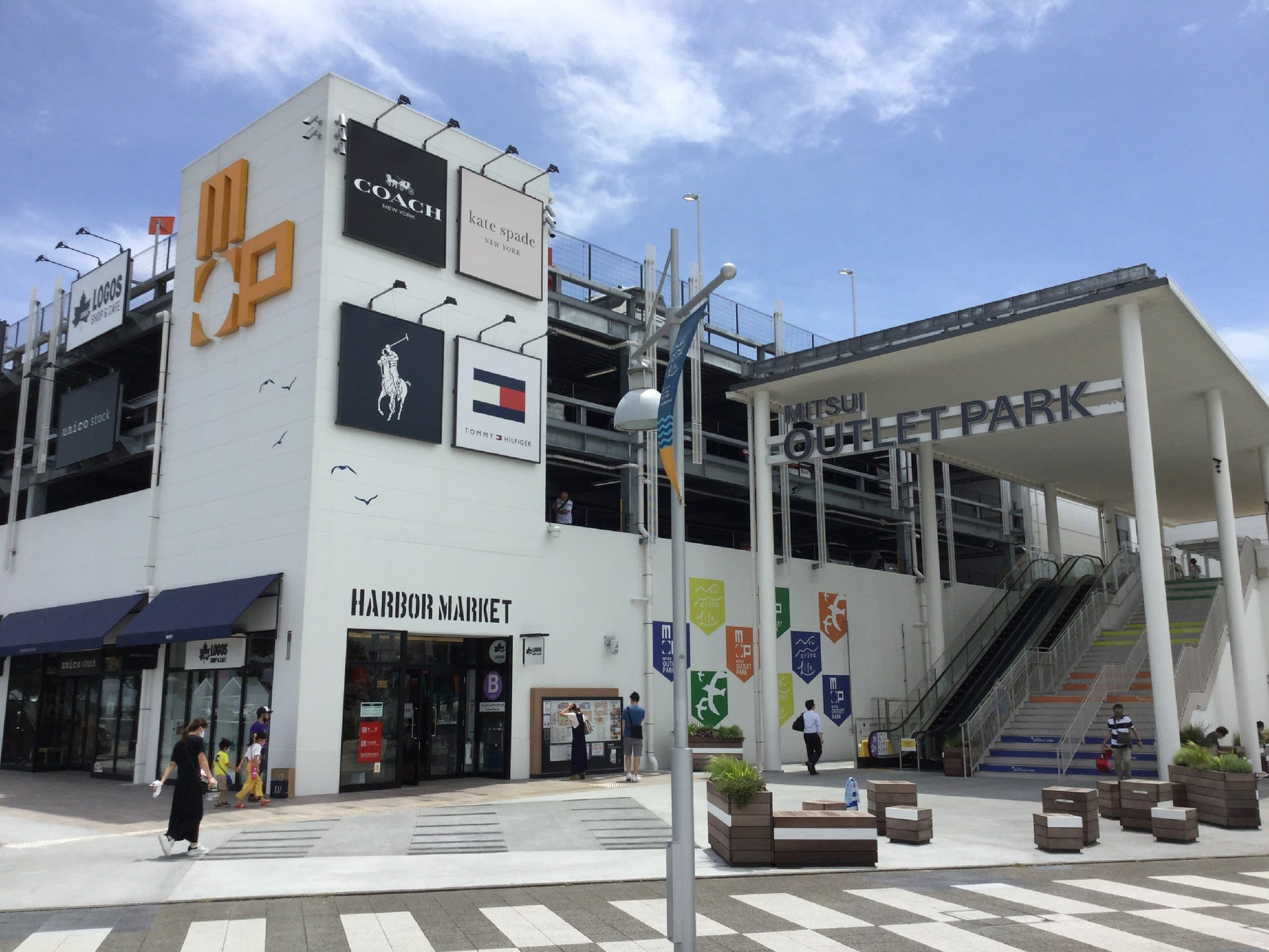 Uniqlo park 横浜 ベイサイド 店