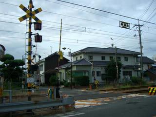 国道185号線沿いにある川下踏切(忠海中町)