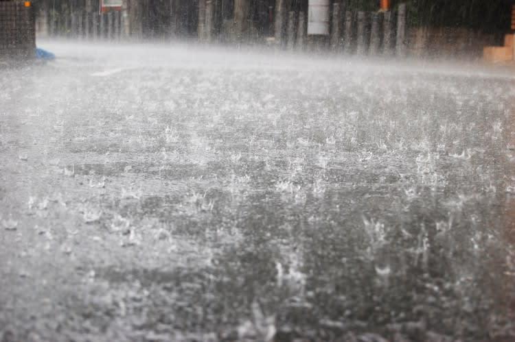 大雨」「ゲリラ豪雨」のフリー素材(商用利用可能) - オドフラン ...