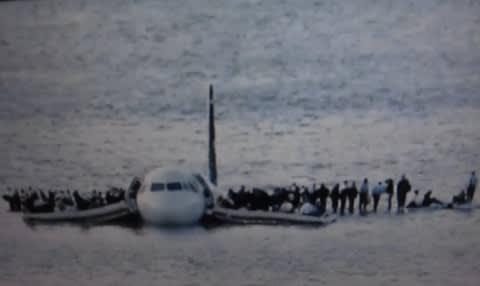 便 1549 水 事故 エアウェイズ us 不時着