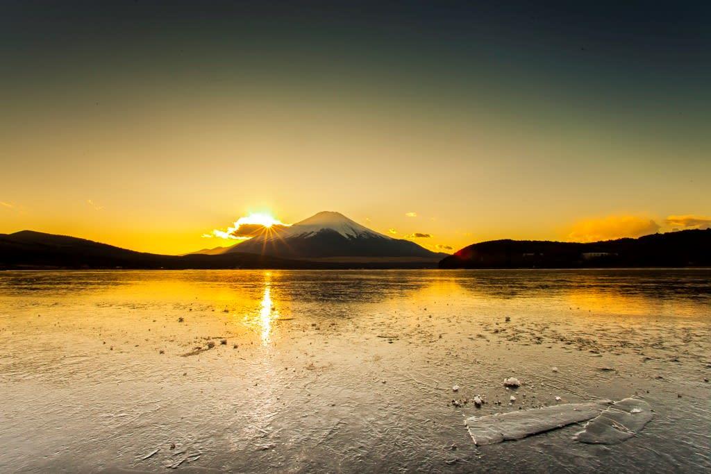 富士山と夕日の写真
