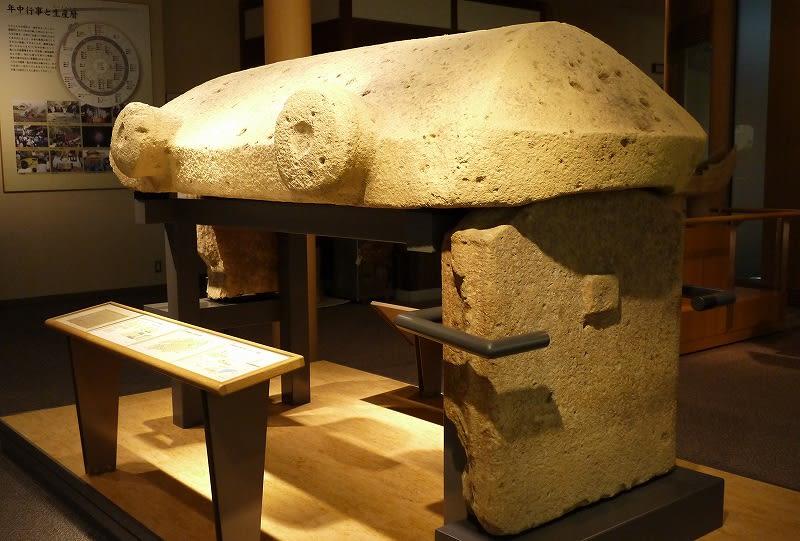 葛城市歴史博物館に展示されている石棺材
