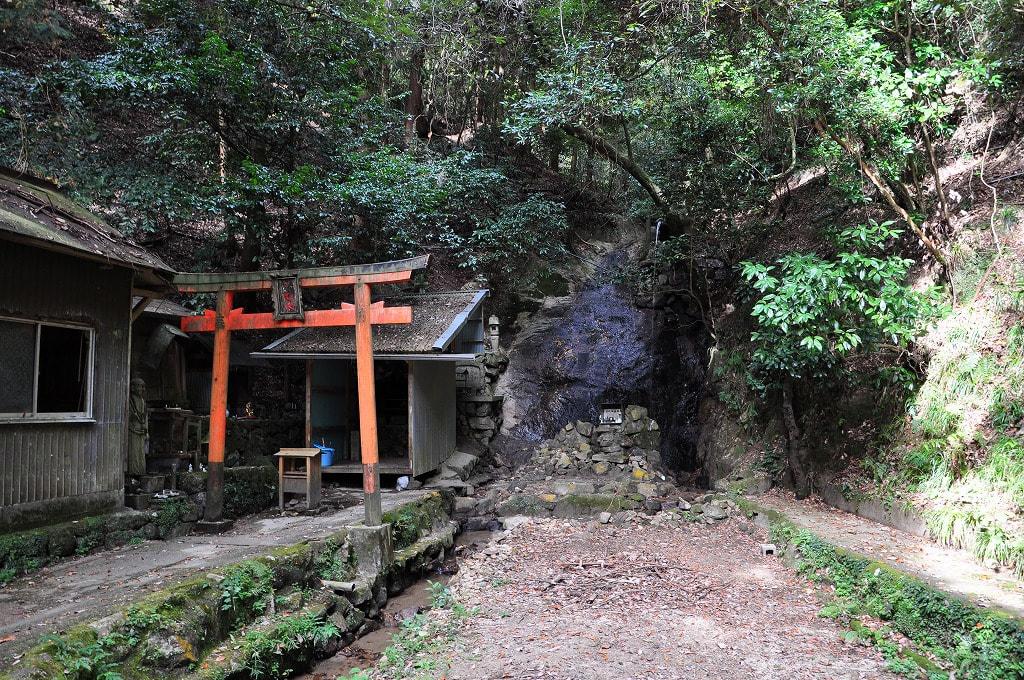 信貴山弁財天の滝