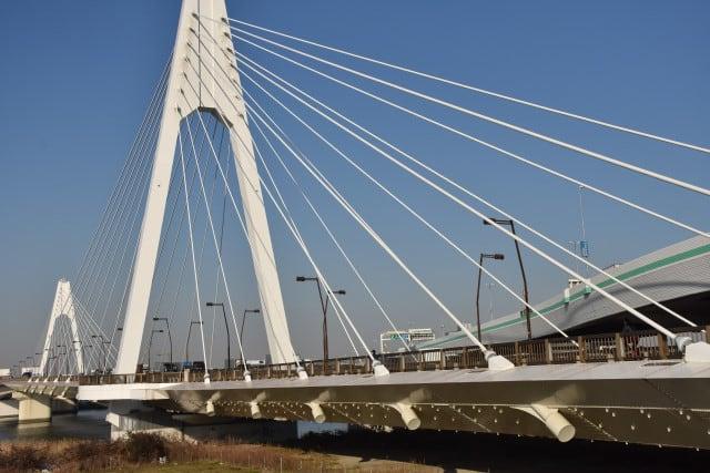 大師橋から川崎大師へ - 行く川の流れ