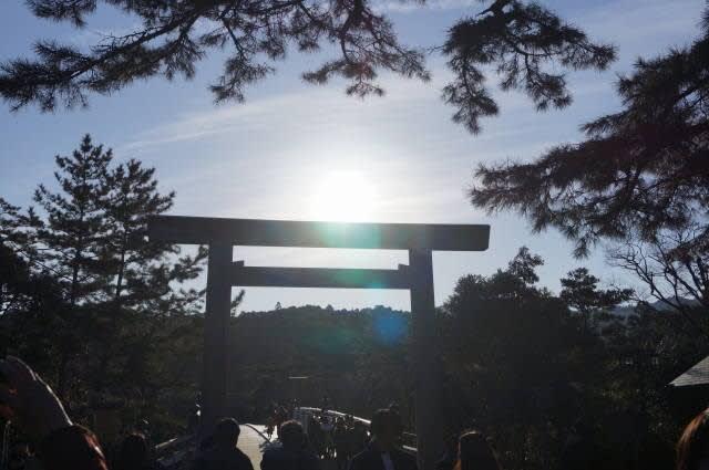 伊勢神宮「内宮」の朝日見てきました〜(^^)  2017