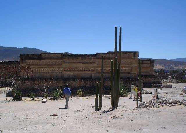 ラーメン模様の遺跡・ミトラ - メキシコの隅っこ