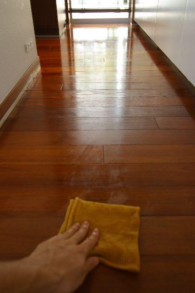 床のワックス掛け