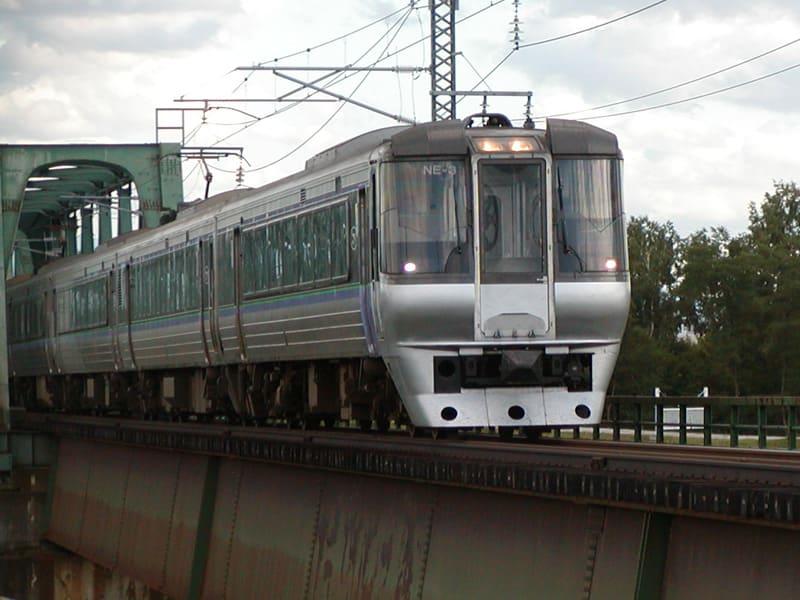 程なくして旭川駅を発ってきたスーパーホワイトアロー。この名前とも今日でお別れ・・・