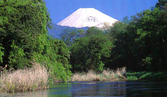 2009 08 30 あっちとこっち 立場の違い。 【わが郷・日記】私は富士山より東の地域に生まれ育ったために、このことは最近まで知りませんでした。