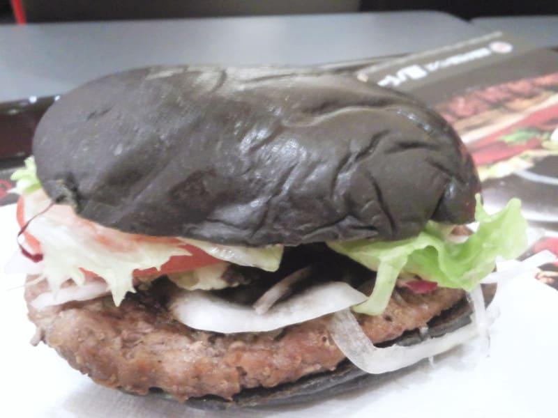 君は漆黒バーガーを食べたか?