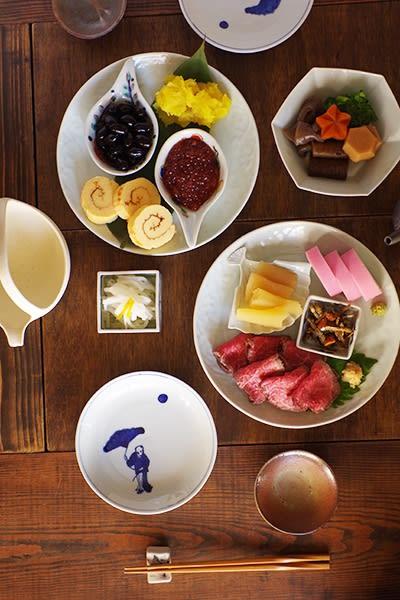 和食/主菜. 久しぶり過ぎる完全オフの3日間。朝から晩まで食って食って食って呑んで呑んで呑んでの毎日でした。 うひー。  おせち2日目は器に盛り付けて。