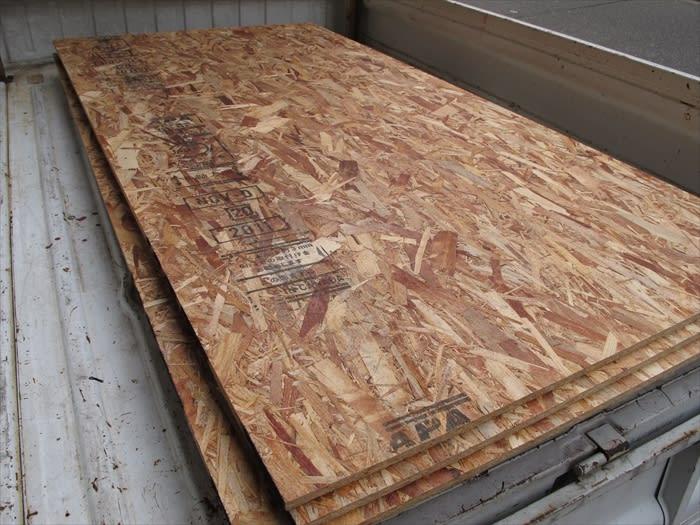 続・ガレージ整理 アルミ棒材料置き場のためのosb材の壁貼りと点検口設置 オクテック ガレージ ブログ Oku