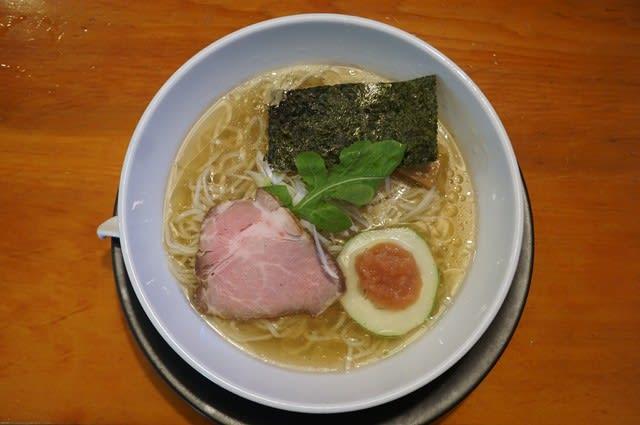 20197 自然派ラーメン神樂「冷やし梅塩ラーメン」@金沢 8月11日 美味しい冷やし煮干しスープが梅ペーストを溶かせば丸みのある味わいに変身!