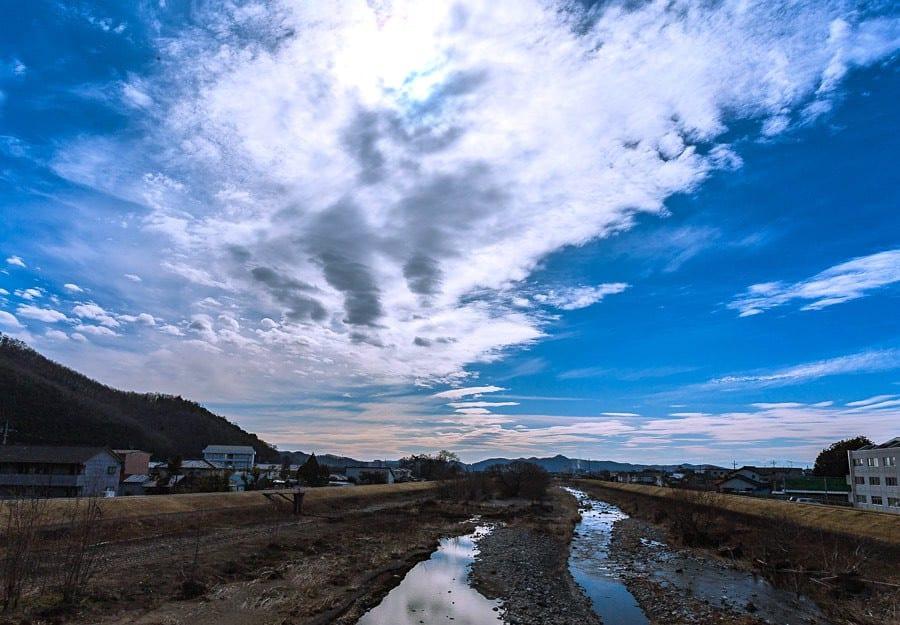 雲が生み出す光景、ある日の午後(2020年2月) - 花と低山を目指して