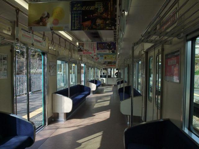 京阪10000系車内