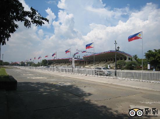2a19f45e3f0c 明日、昼頃から始まるフィリピン大統領就任式、ロハス・ブルバード沿いのマニラ市リサール公園内、キリノ・グランドスタンドで15代大統領に就任するアキノ上院議員、  ...