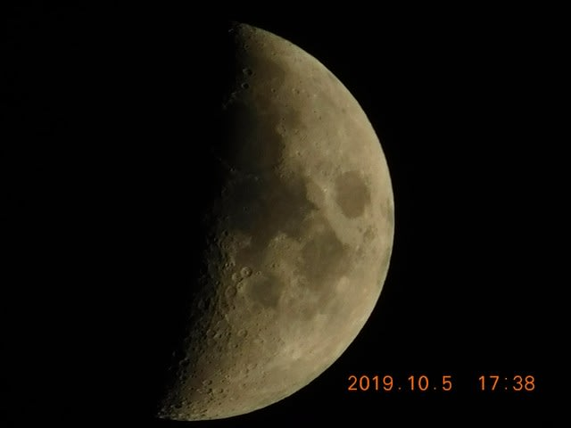 上弦の月の前日、2019.10/05 月が綺麗ですね! 夏目漱石