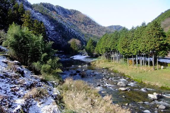 七宗町の雪の「神淵川」 - さつき盆栽日記
