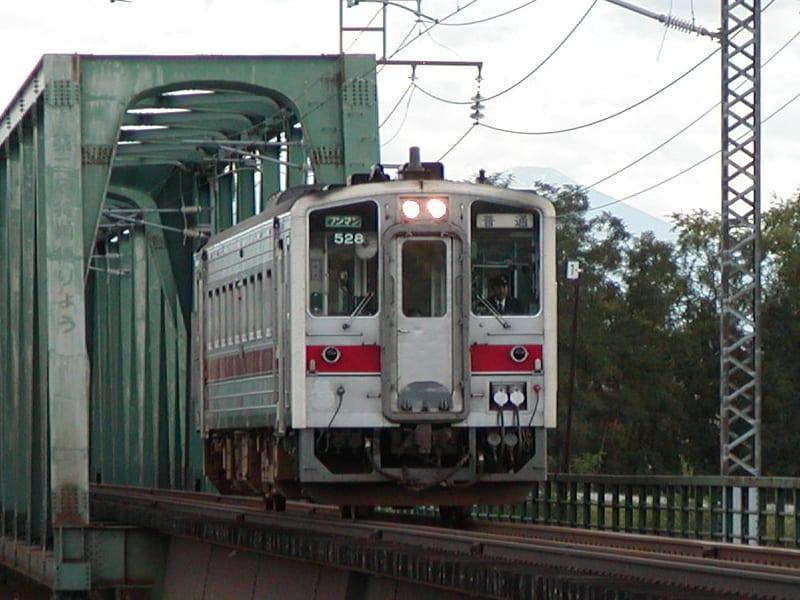 3時11分に旭川駅を発ってきたキハ54系。時刻表を見る限り、増毛に向かうみたい。