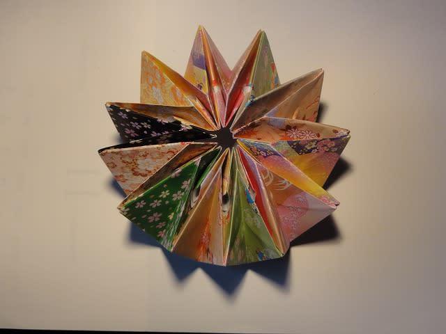 折り紙 万華鏡 折り 方 万華鏡みたいな折り紙の折り方 クルクルと回して遊べる折り紙