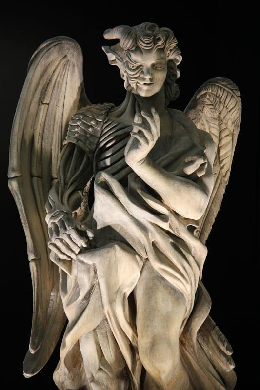天使の像 怖い