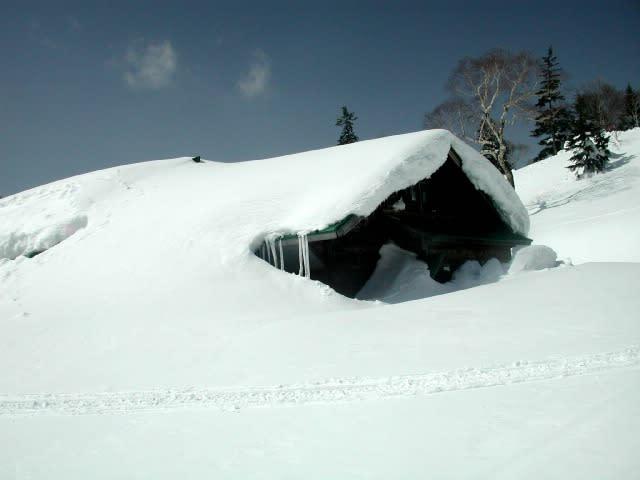 冬の雪景色の冨士見小屋