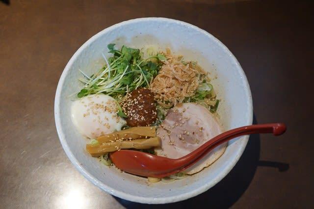 20089 中華そば 響「混ぜそば」@石川県白山市 3月30日 今年もこの季節がやって来ました! むっちり太麺がいろんな味を絡めて美味しいわ~!