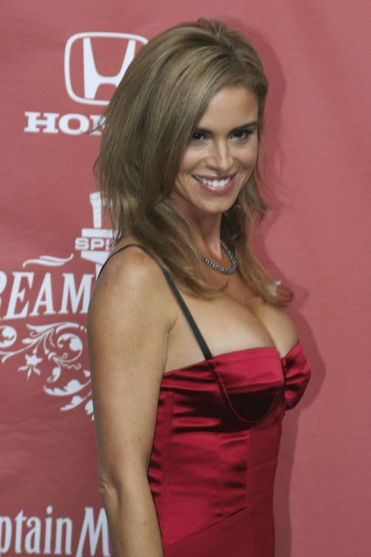 Betsy_russell01