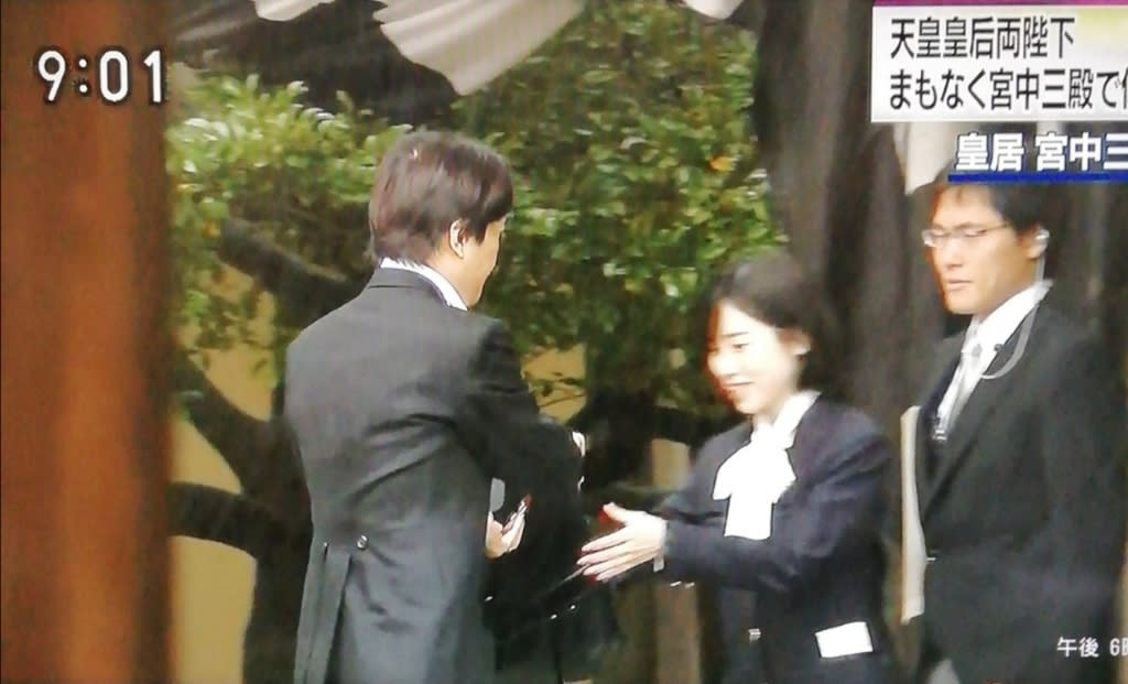 秋篠宮 家 傘 投げつけ 事件
