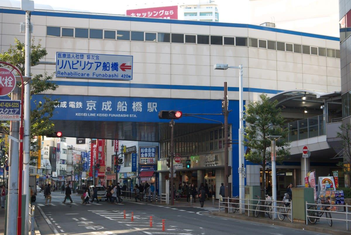 12月の船橋駅:JR船橋駅南口と京...