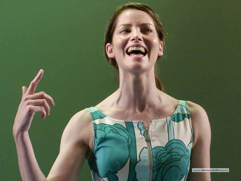 Sienna_guillory3