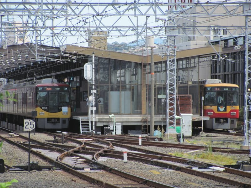 京阪8000系横並び