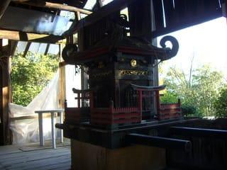 社殿に置かれた神輿
