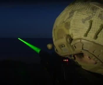 中国海軍,レーザー照射,視力低下,妨害,米軍,パイロット,レーザー,ダズラーシステム,哨戒機,P8,飛行機,航空機,パイロット,乗り物,陸自ヘリ,,